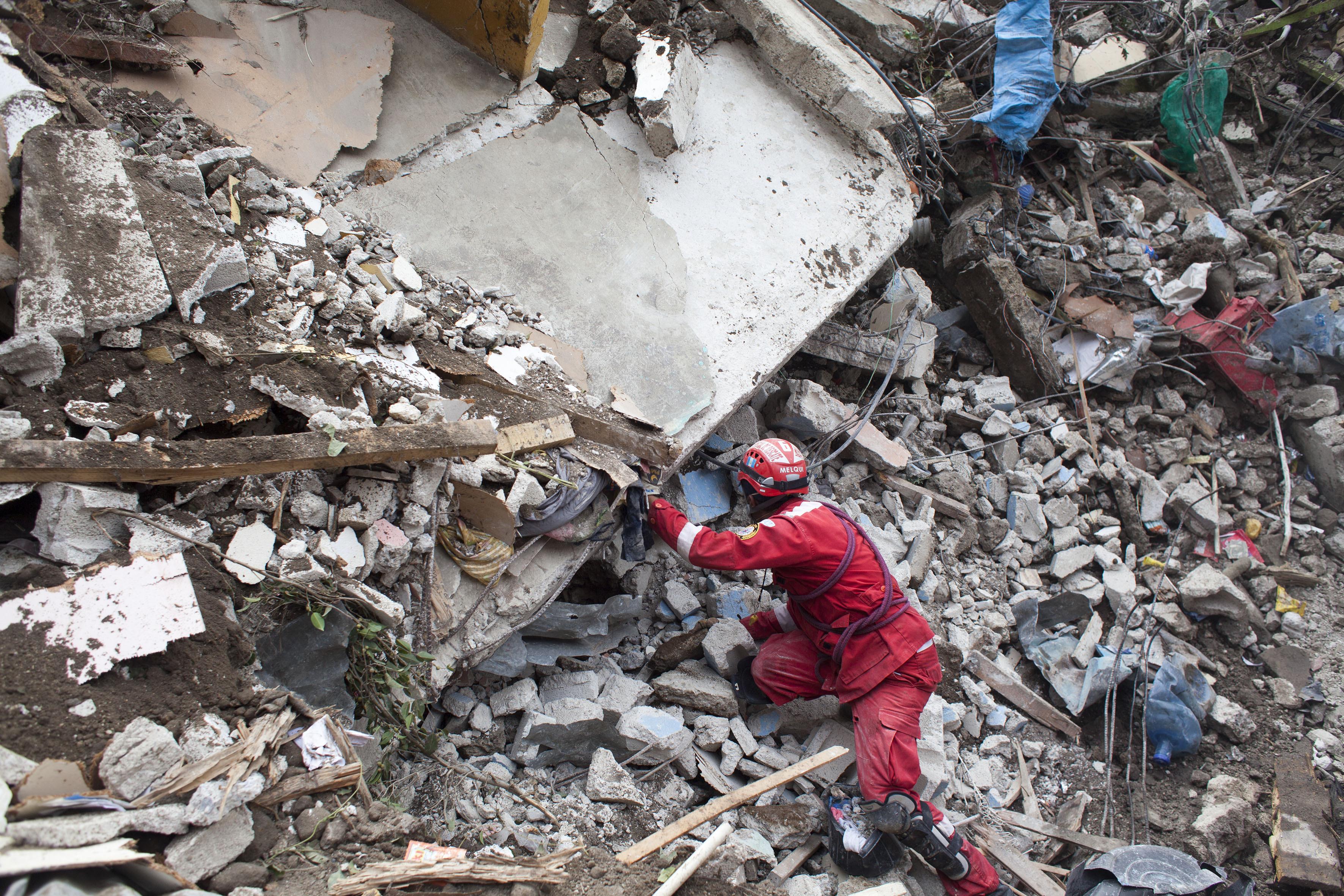 Suman 48 muertos por alud en Guatemala; reanudan búsqueda | El ...
