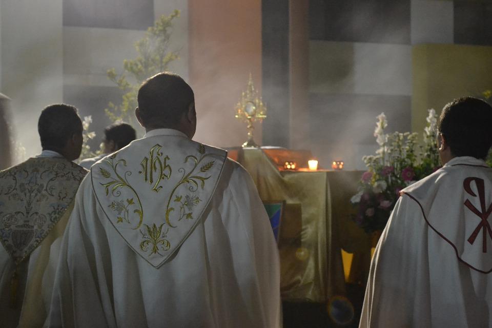 Investigación revela existencia de grupos de sacerdotes homosexuales en la Iglesia católica
