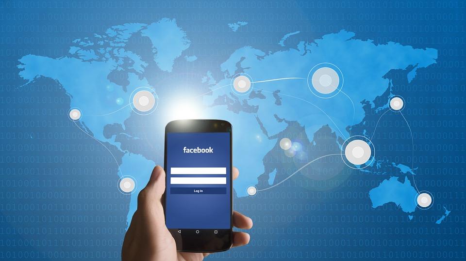 Descargó sus datos de Facebook y alarmó a todos los usuarios