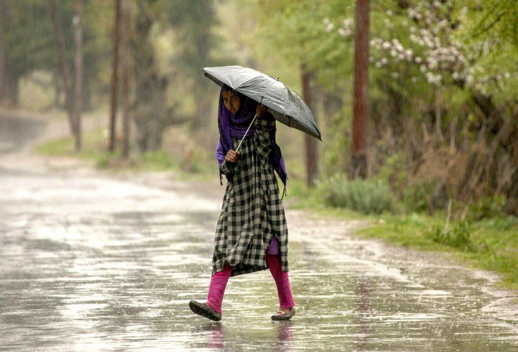 Una tormenta deja al menos 72 muertos y 100 heridos en India
