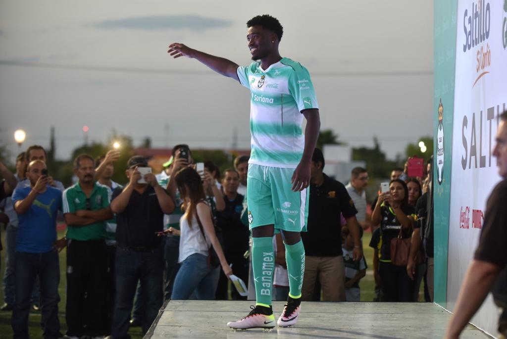 Presenta Santos Laguna en Saltillo uniformes para el Apertura 2016 ... 8cd1ba419fa89
