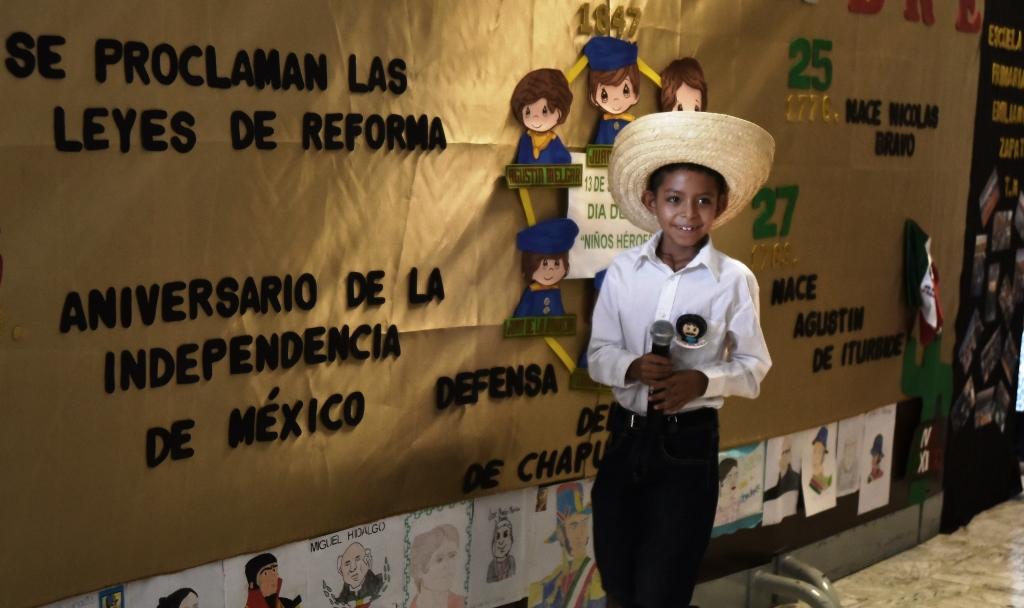 Presentan Alumnos Periodico Mural Sobre La Independencia