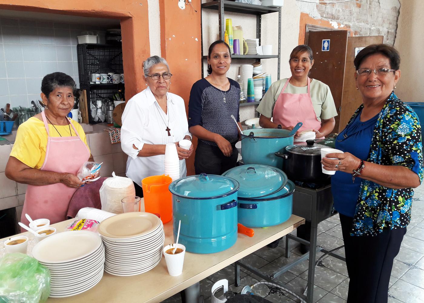 Celebran primer aniversario de comedor comunitario el for Proyecto de comedor comunitario