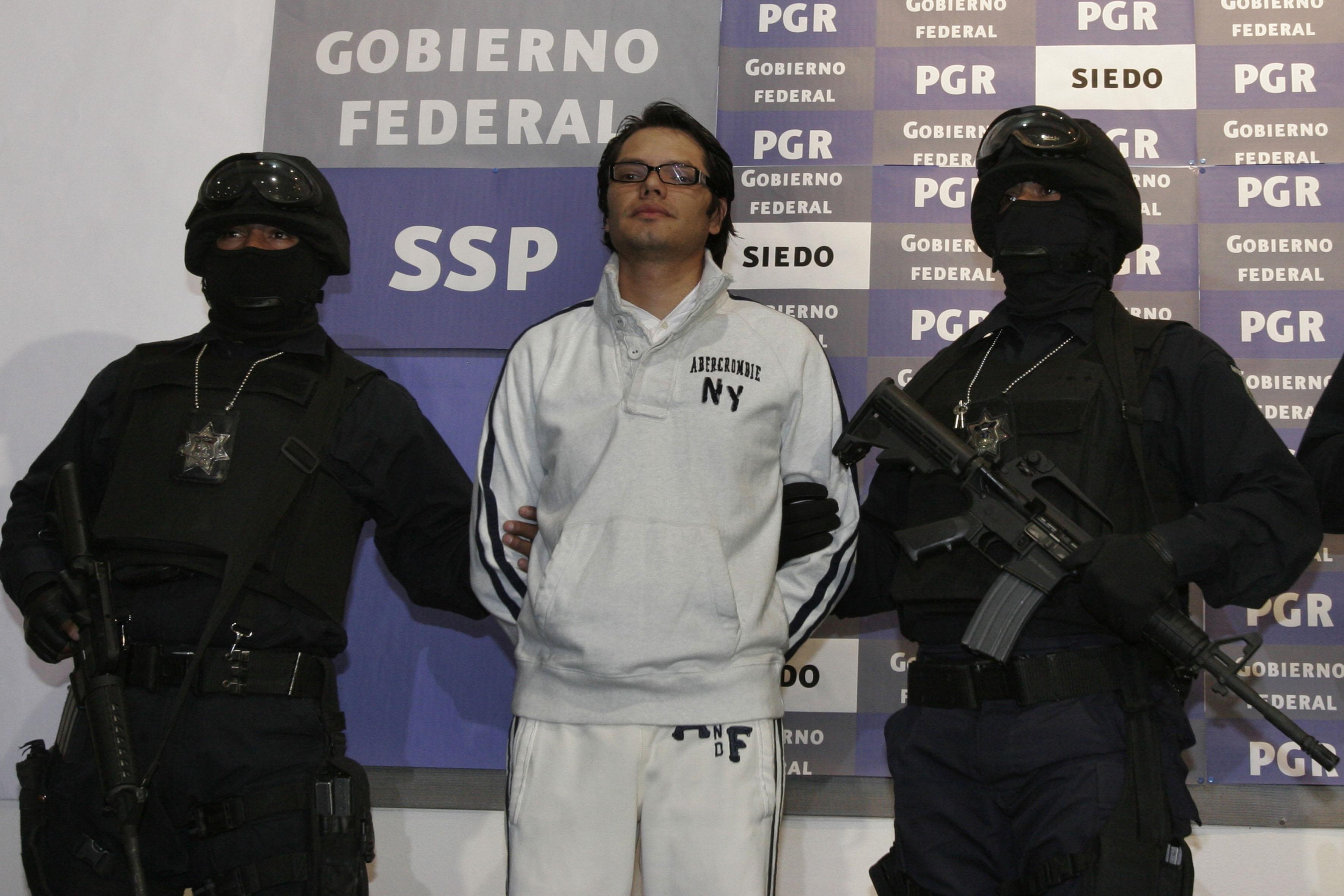 Raymundo Collins informa que policías son investigados por