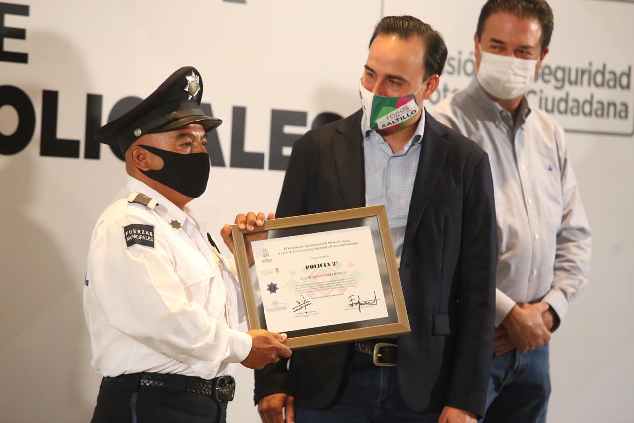 Entrega Manolo ascensos a 82 Policías de Saltillo   El Heraldo de ...