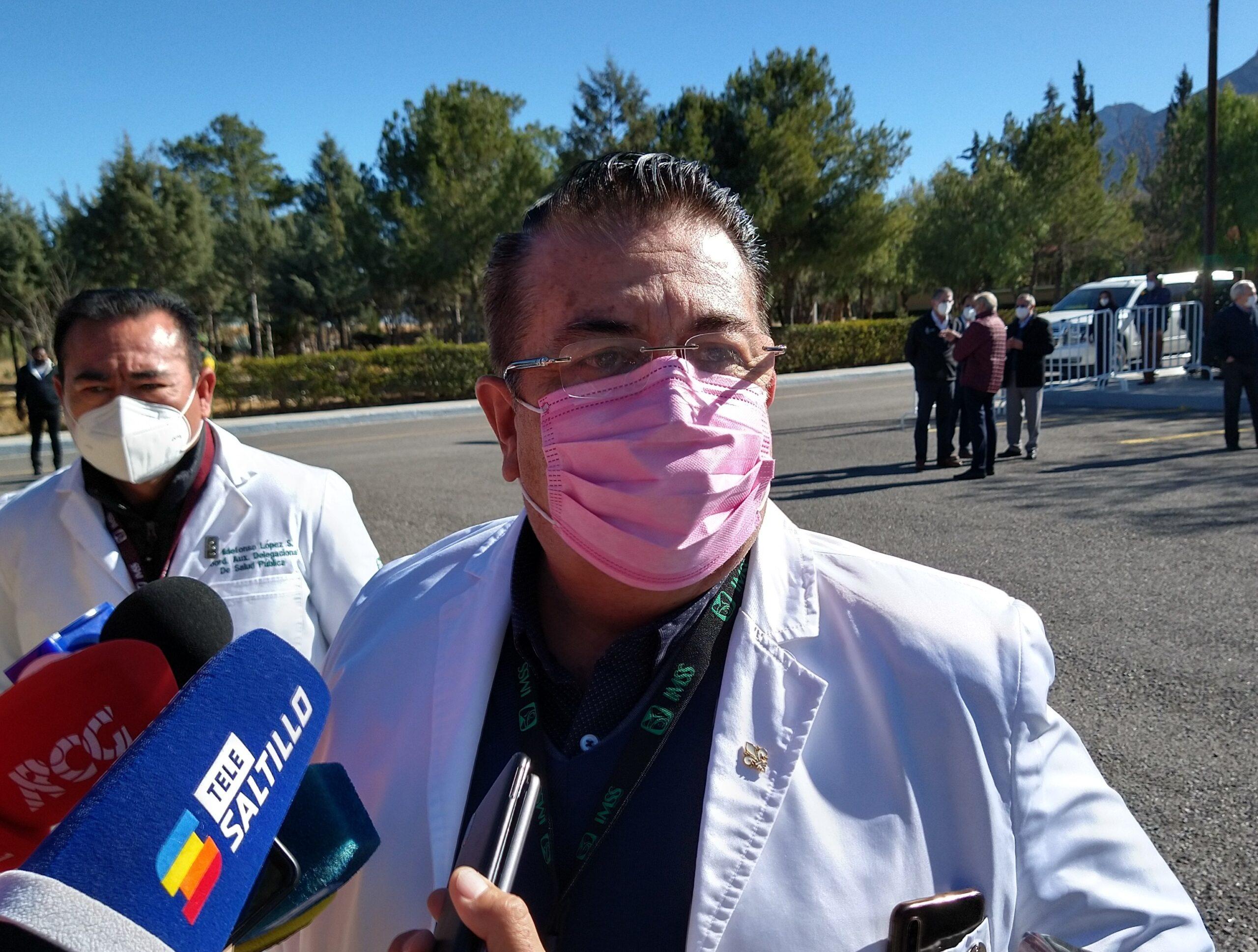 """""""A nombre de los saltillenses, gracias"""": Manolo a personal médico"""